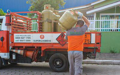 Hoje a Rescaroli Possui um Total de 10 Caminhões e 17 Funcionários em Itajaí Para Melhor Lhe Atender